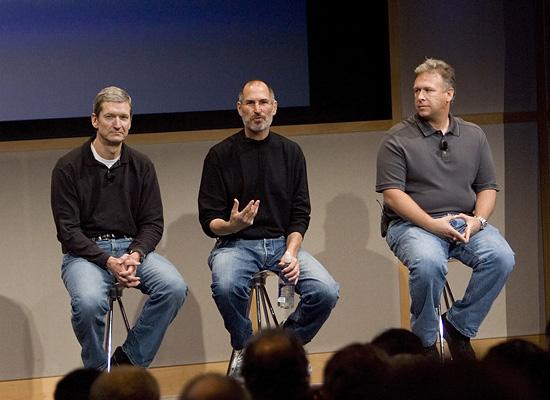 apple-timcook-stevejons-2011-01-17-19-15.jpg