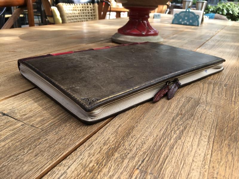 sihirli-elma-twelve-south-bookbook-macbook-kilifi-2.jpg