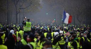 Apple Store'lardan Biri de Fransa'daki Eylemlerden Payını Aldı!