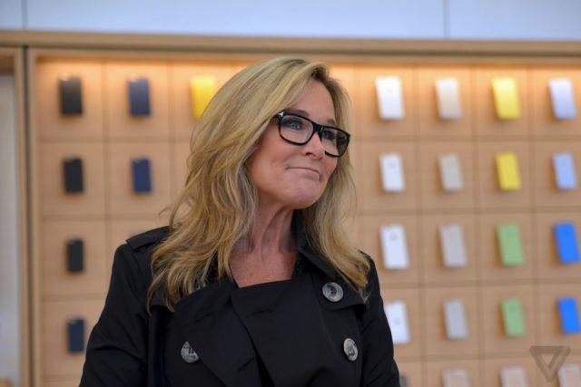 Angela Ahrendts, Apple'daki Görevinden Ayrılıyor